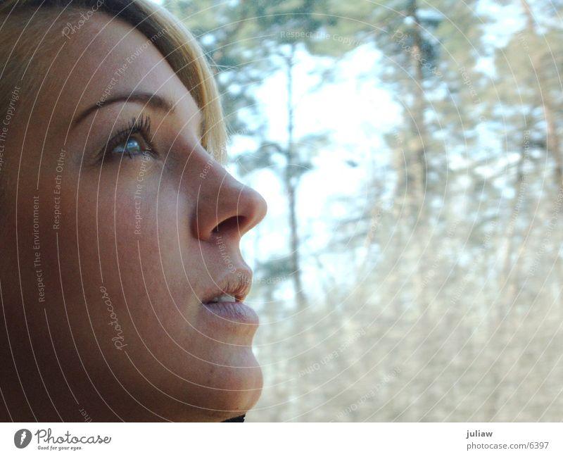 thinking of... blond Denken Frau Haare & Frisuren Blick nachdenken Zugabteil