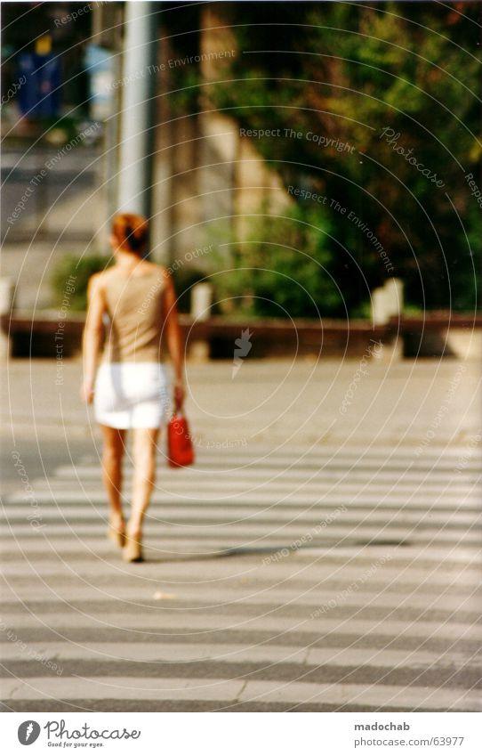 FOLLOW ME | frau female woman girl city stadt people person Frau Mensch Jugendliche Sommer Leben feminin elegant Verkehr Spaziergang Tasche Zebrastreifen