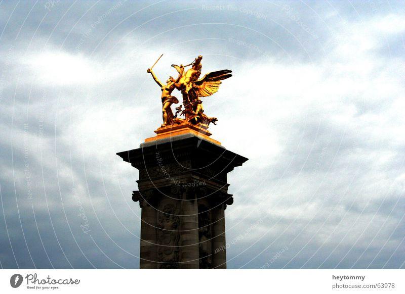 I smell victory glänzend Statue Schwert Krieger Pferd Denkmal Skulptur Gold Frankreich Paris erobern Respekt erhaben Himmel Wolken schlecht Reichtum