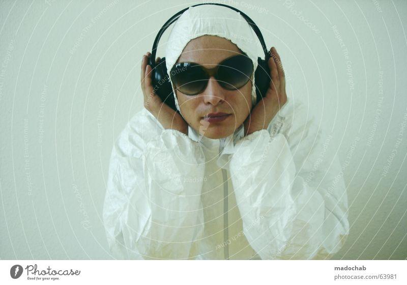 CANT HEAR YOU | person male portrait musik music virus typ Mensch Jugendliche Hand Musik modern gefährlich bedrohlich Technik & Technologie Sauberkeit Schutz Arzt Junger Mann Konzentration hören Konzert Überwachung
