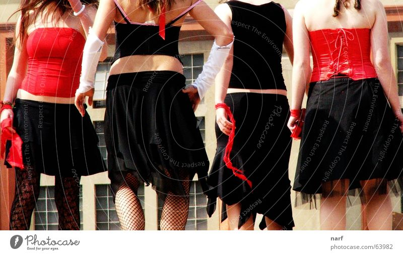 Black and red sins Jugendliche cabaret black and red skirts legs corsage dancing backs four