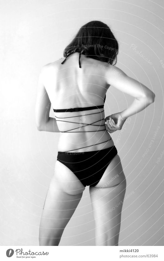 Chris Frau Bikini Rücken Hinterteil Beine