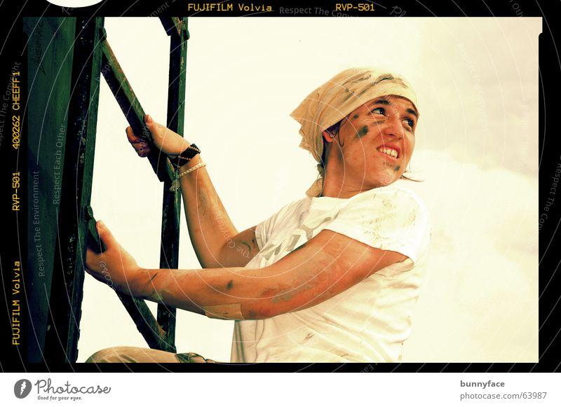 bessere aussicht Abendsonne dreckig Frau Tank Thailand Dia schwarz Handwerk weiß Frauenarbeit Karriere aufsteigen Porträt Außenaufnahme Leiter warmlicht Sonne