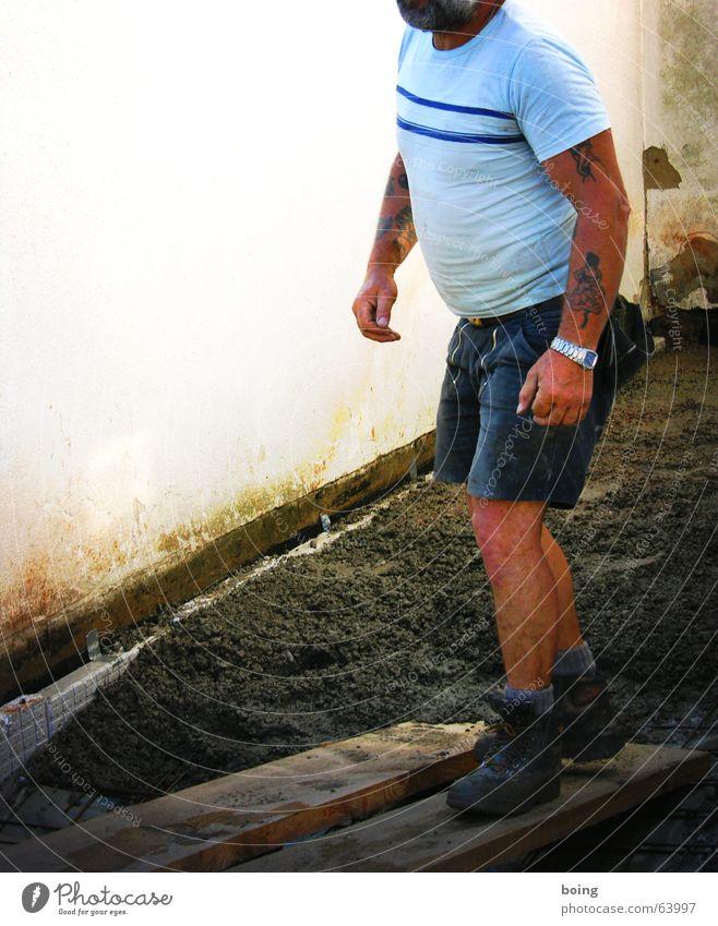 ich komm rum, ich kanns beurteilen, du Shorts Putz Holzbrett Beton Handwerk Baustelle schreien Vorgesetzter Kommunizieren beton -frisch vom bauer