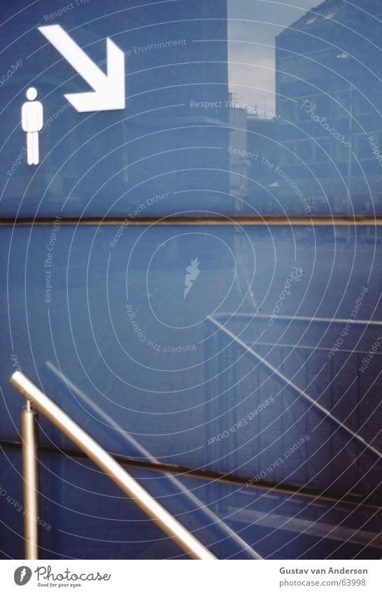 Downstairs Mann Wasser blau kalt Glas Wassertropfen nass Toilette Hose Pfeil unten eng Geländer abwärts Fuge Herr