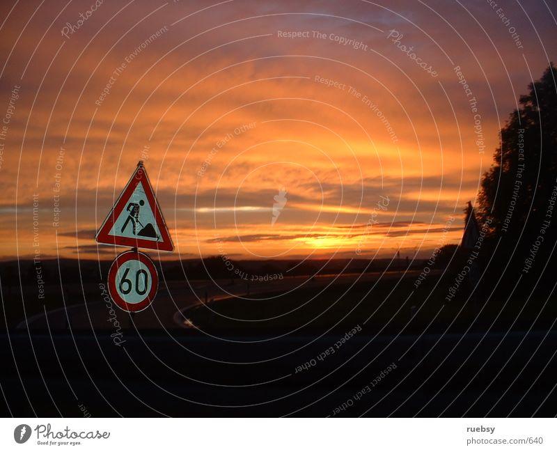 60 km/h Autobahn Sonnenuntergang Dinge Schilder & Markierungen Abenddämmerung