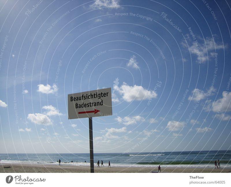 Beaufsichtigter Badestrand Mensch Meer blau rot Sommer Strand Wolken Einsamkeit Spielen See Zusammensein Metall Schilder & Markierungen Schwimmen & Baden Pfeil