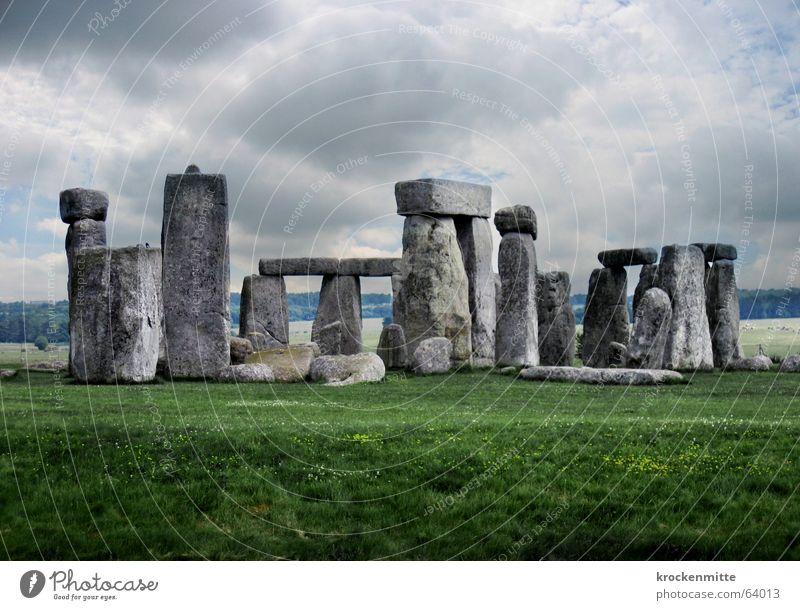 mikado Himmel Wolken dunkel Wiese Stein Landschaft Kreis geheimnisvoll Tourist England mystisch Anhäufung staunen Sehenswürdigkeit außerirdisch kultig