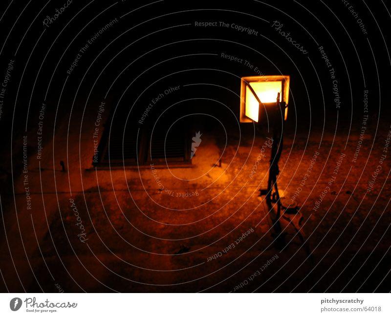 red light destrict alt rot ruhig dunkel Wand Fenster hell Beleuchtung außergewöhnlich gruselig Laterne unheimlich Altstadt Fensterladen Lichtschein Lichtstrahl