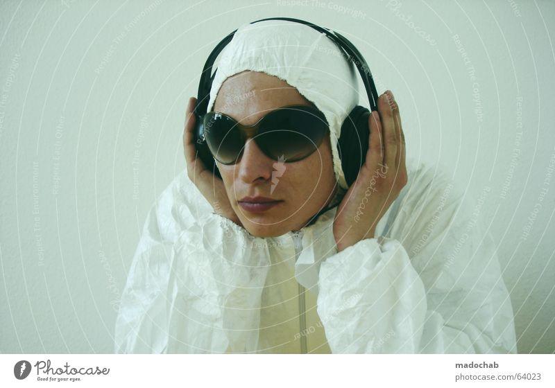 MUSIC-LOVER | person male portrait musik music virus typ Mensch Hand schön Musik modern gefährlich bedrohlich Technik & Technologie Telekommunikation Sauberkeit
