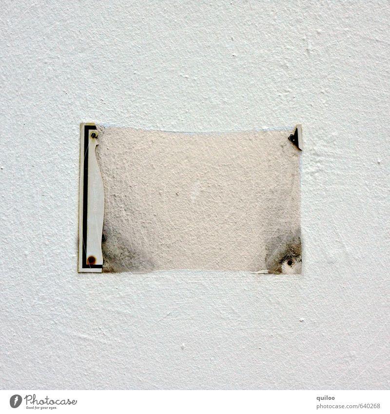 Schild Mauer Wand Namensschild Beton Metall Rost Schilder & Markierungen Hinweisschild Warnschild alt dreckig kaputt trashig braun gelb grau Stimmung Zerstörung