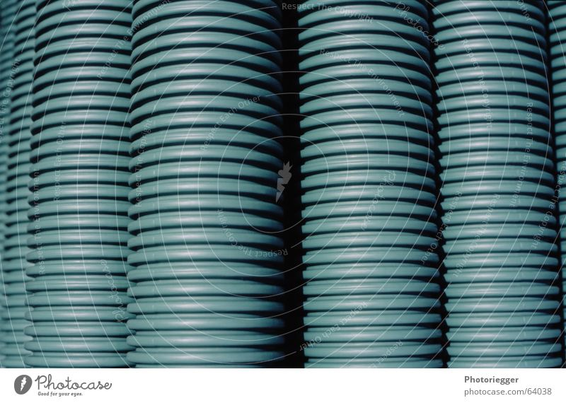 xblaugrüneundkeinrotes Baustelle Röhren Stapel Leitung gestreift Produktion blau-grün