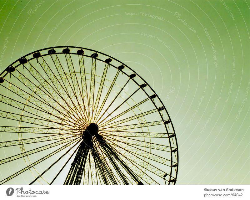 ... rad Riesenrad Jahrmarkt Gegenlicht rund drehen schwindelig Eisen Koloss Gestell schwarz grün gelb Schützenfest Konstruktion hoch Baugerüst Sonne Freude