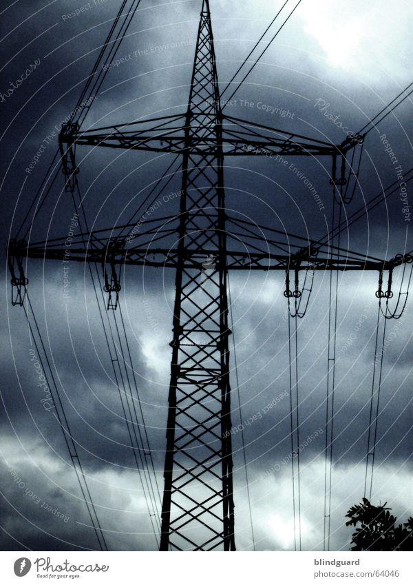100tausend Volt Himmel Wolken dunkel Energiewirtschaft Elektrizität Kabel Stahl Gewitter Strommast Konstruktion Antenne Leitung Hochspannungsleitung elektrisch