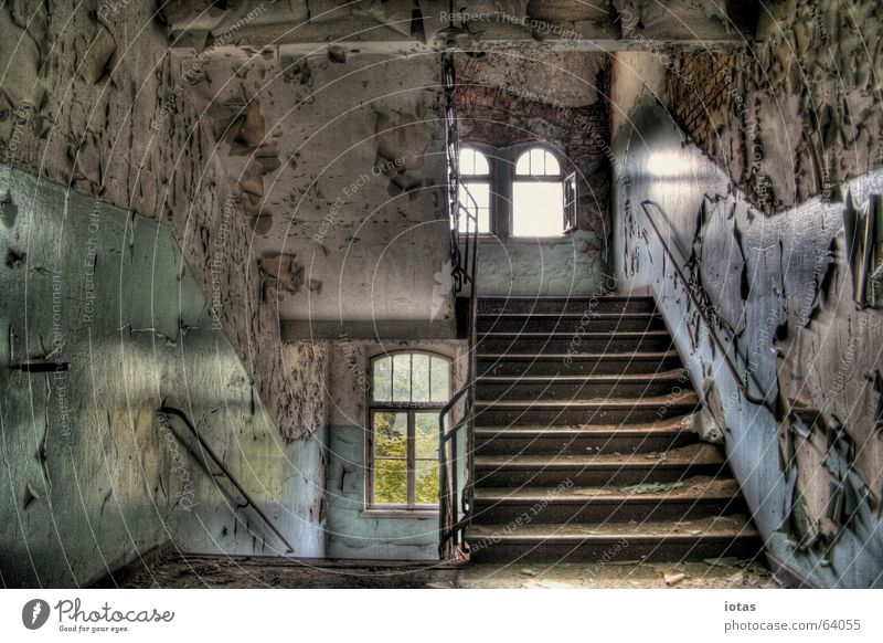 abandoned barracks schön alt rot ruhig Einsamkeit Farbe Stil Fenster Traurigkeit Gebäude orange dreckig Deutschland Treppe offen
