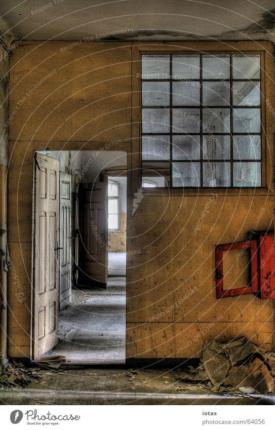 abandoned barracks schön alt rot ruhig Einsamkeit Farbe Stil Fenster Traurigkeit Gebäude orange dreckig Deutschland gefährlich offen