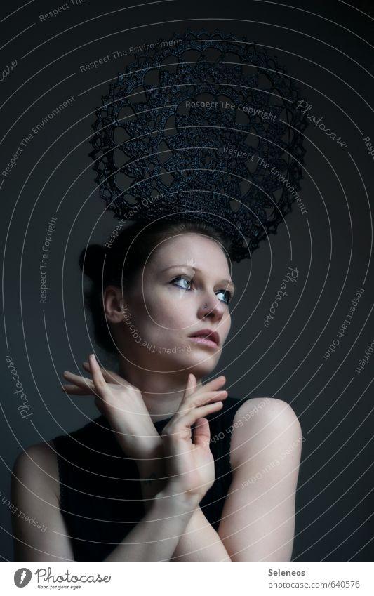 4 Kreuze machen Mensch Frau Jugendliche Hand 18-30 Jahre dunkel Gesicht Erwachsene Auge feminin Haare & Frisuren Körper Haut Arme Mund Finger