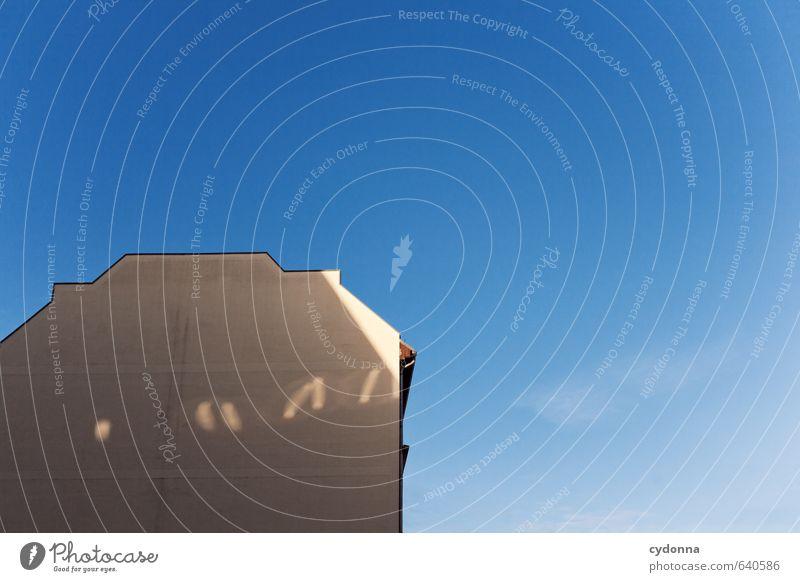 1/4 Haus Wolkenloser Himmel Stadt Architektur Mauer Wand Fassade ästhetisch entdecken Freiheit Ordnung Ferne ruhig Wandel & Veränderung Häusliches Leben Zeit
