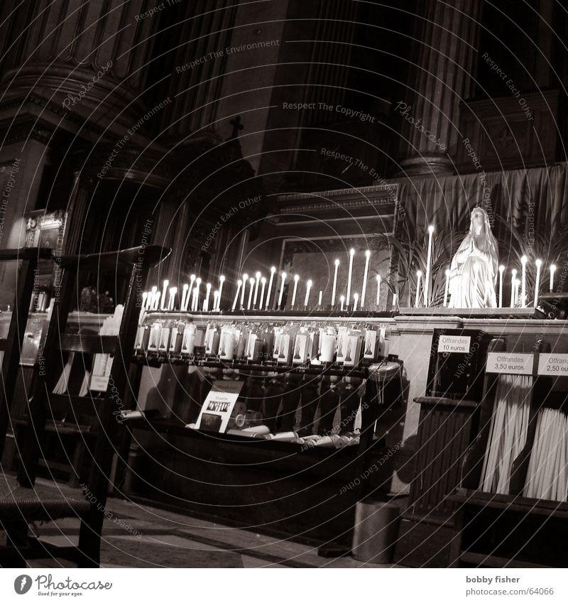 paris religion 1 Paris Frankreich Religion & Glaube heilig Maria Gebet Kerze Euro Schwarzweißfoto