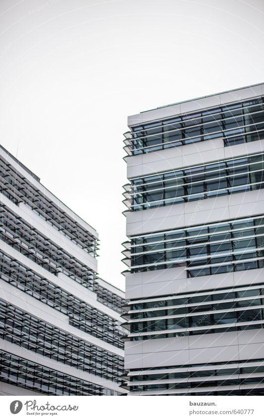 fassade. Himmel Stadt weiß Wand Gebäude Architektur Mauer grau Linie Metall Fassade Hochhaus Energiewirtschaft Glas Dach Streifen