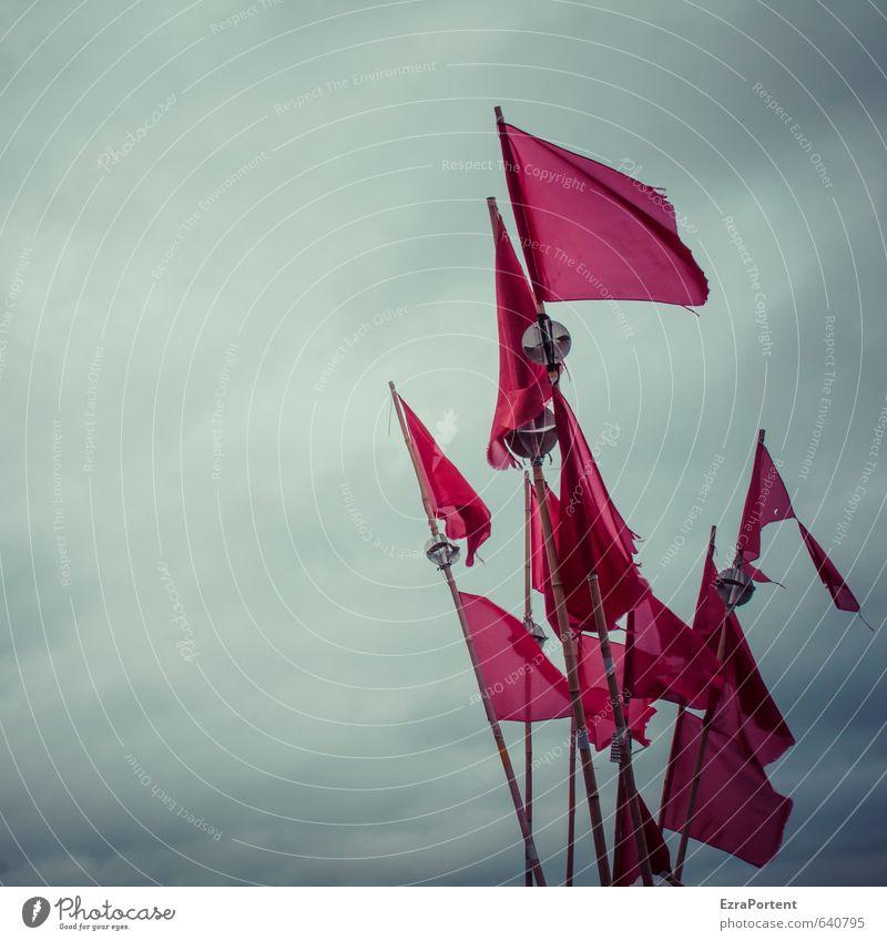 red flag Natur Landschaft Himmel Wolken Gewitterwolken Frühling Sommer Herbst Winter Wind Meer Fahne bedrohlich dunkel kalt trist blau grau rot gebraucht viele