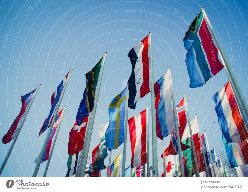international Salon Veranstaltung Wolkenloser Himmel Sammlung Fahne authentisch lang seriös viele Sympathie Freiheit Gesellschaft (Soziologie) Macht
