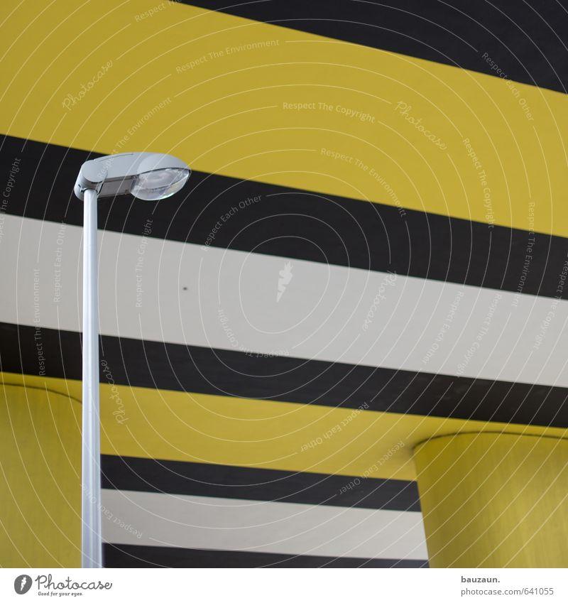 schwarz-weiß-gelb. Energiewirtschaft Erneuerbare Energie Stadt Brücke Tunnel Bauwerk Wege & Pfade Autobahn Hochstraße Straßenbeleuchtung Beton Metall Linie