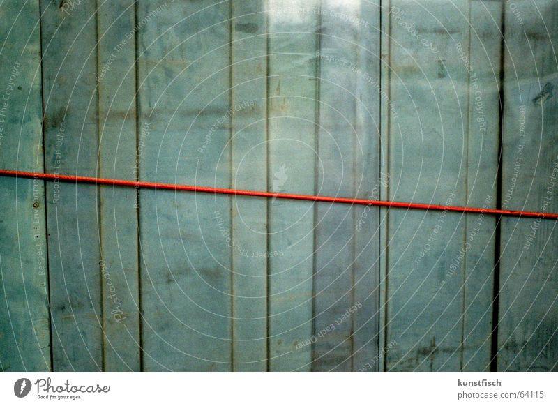 Der rote Faden... blau Wand Holz Hintergrundbild analog türkis Geometrie graphisch Symmetrie vertikal Holzwand Befestigung Holzleiste Blauton