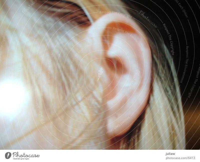 LISTEN Frau Haare & Frisuren Ohr Haarsträhne