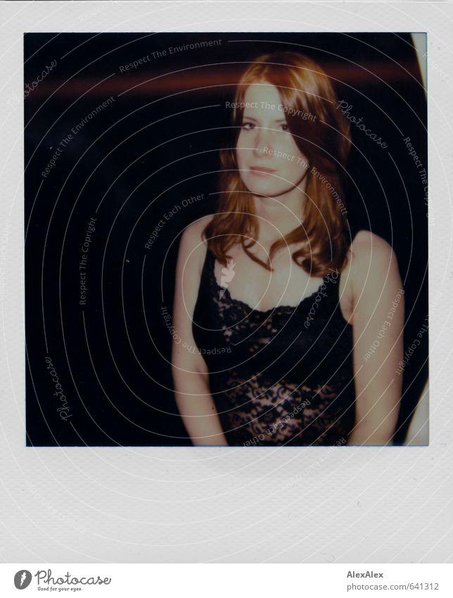 Polaroid einer jungen, rothaarigen Frau in schwarzem Mieder Junge Frau Jugendliche Haare & Frisuren Gesicht Dekolleté 18-30 Jahre Erwachsene Top Spitze Lingerie