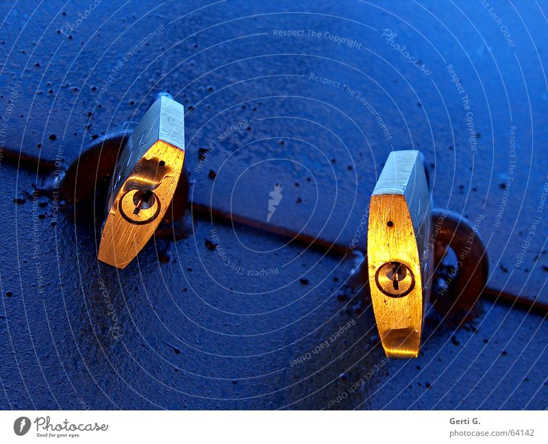 closed ² blau Stimmung 2 Zusammensein gold geschlossen Sicherheit paarweise kaputt Burg oder Schloss Schlüssel erleuchten schließen Symbole & Metaphern