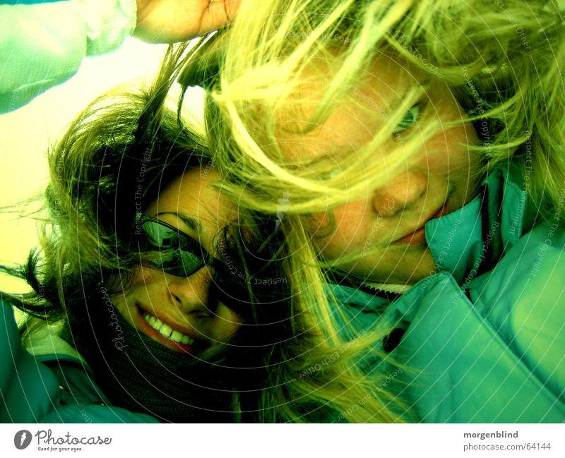 we don't care, if ... Hoffnung ruhig Frau grün gelb emotions lachen Freude luck Glück Leben Gefühle woman Farbe