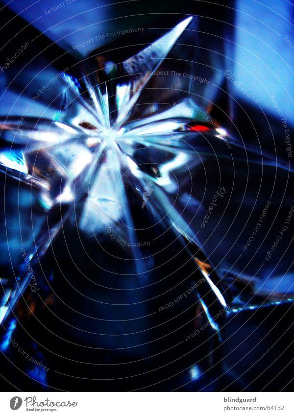 When you wish upon a star ... Weihnachten & Advent blau rot Lampe dunkel kalt Linie Glas Stern (Symbol) Starruhm Kristallstrukturen Weihnachtsstern schimmern