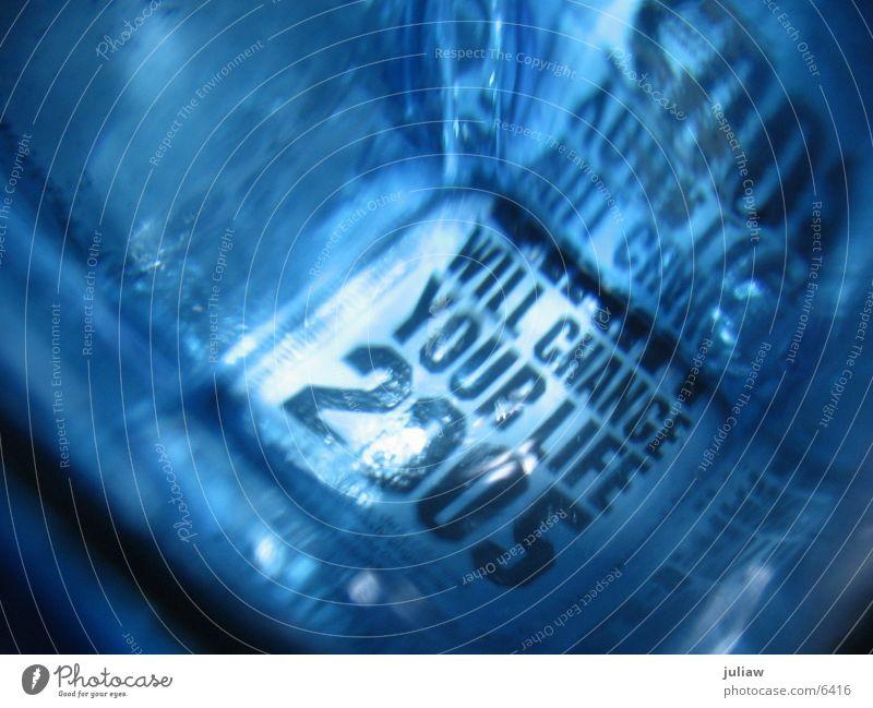 from another point of view Alkoholsucht Licht Dinge Change your life 2005 Gin Flasche Glas blau Verzerrung Suche Reflektion