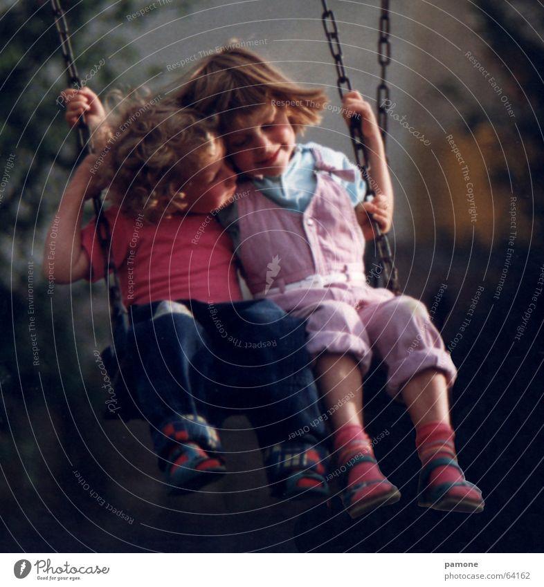 Schaukelglück Kind Mädchen Sommer Freude Ferien & Urlaub & Reisen Liebe Garten Glück träumen Freundschaft klein Freizeit & Hobby Vertrauen Spielzeug