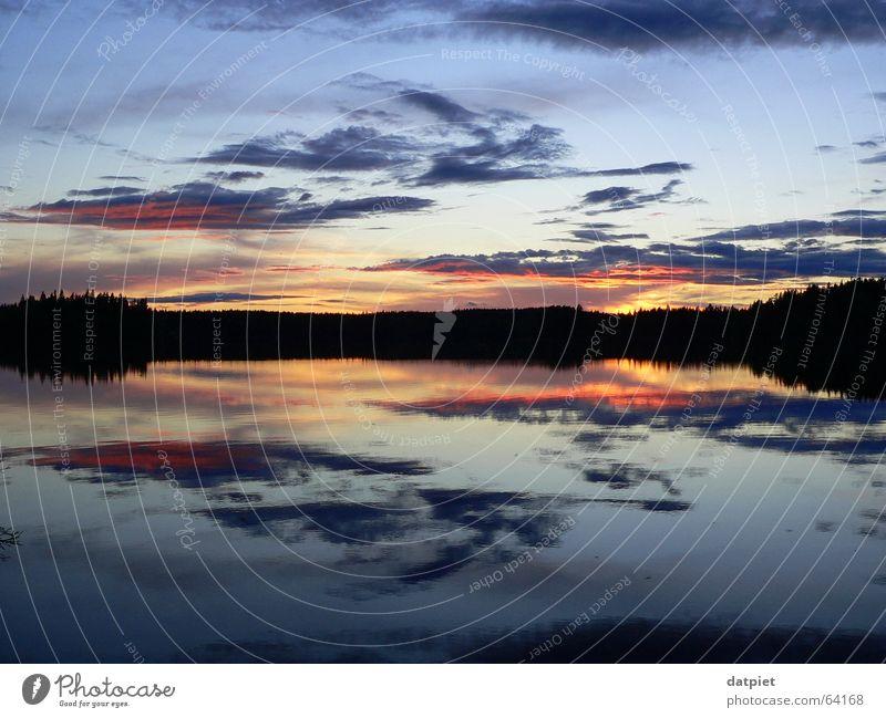 zwischen dem Horizont Wolken Sonnenuntergang See Nacht ruhig Einsamkeit Reflexion & Spiegelung Himmel Abend Wasser Schweden Wetter ramsebo Sommersonnenwende