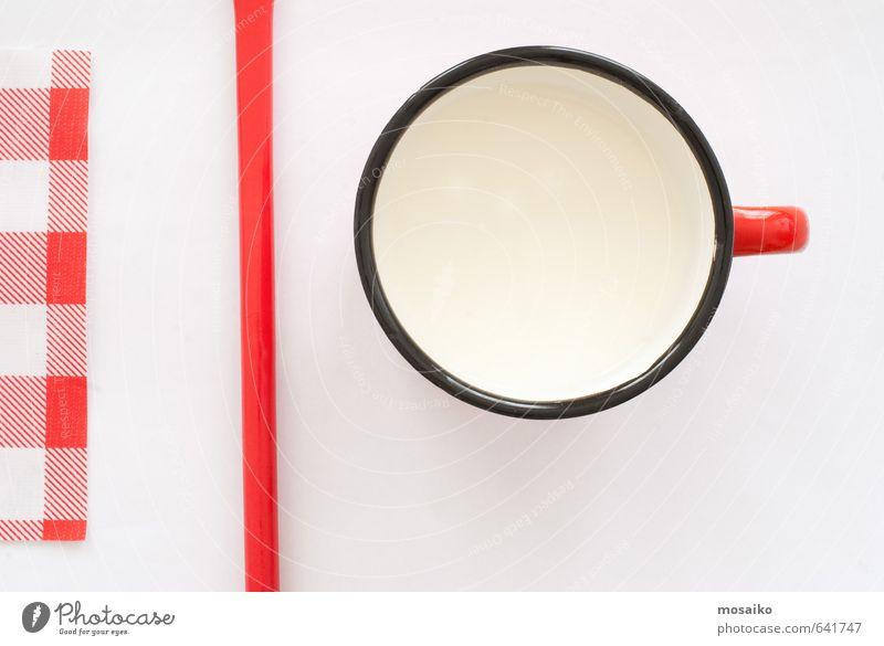 Tasse Milch Ernährung Frühstück Teller Design Tisch Küche Kind Kindheit einfach Sauberkeit rot schwarz weiß Farbe Hintergrund kariert kreisen übersichtlich