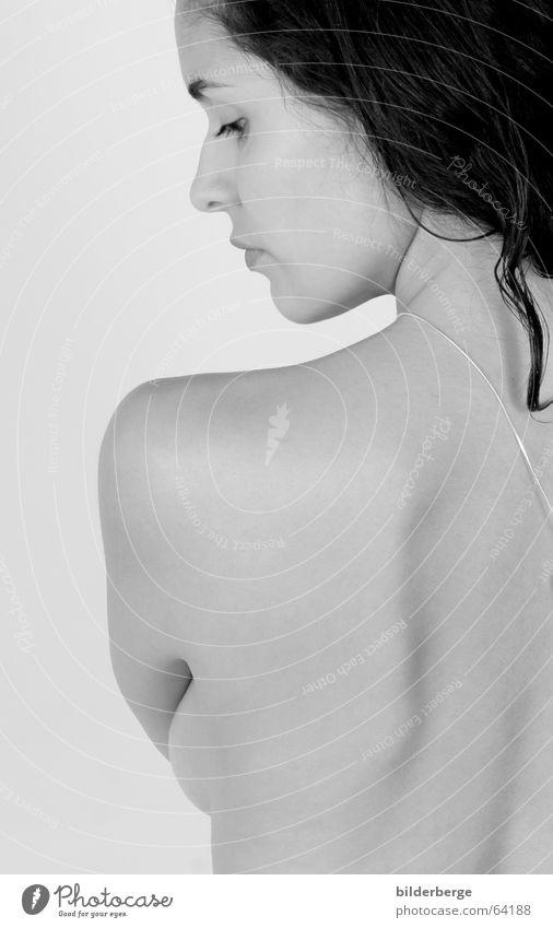 seitenblick Schwarzweißfoto Akt Porträt schön Haare & Frisuren Haut feminin Junge Frau Jugendliche Erwachsene Rücken ästhetisch nackt Schulter aufregend
