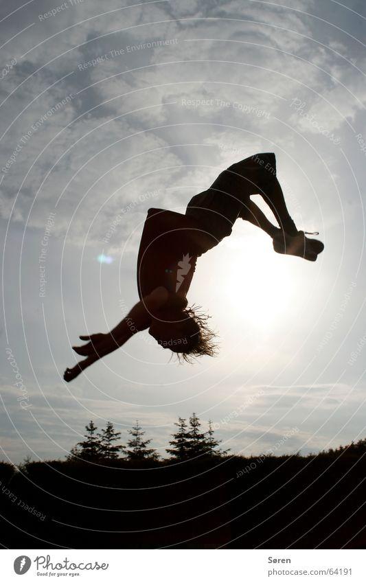 Die Sonne im Nacken Freude Haare & Frisuren Kopf springen fliegen Sicherheit fallen Schweben Salto unsicher Akrobatik Höhepunkt Rückwärtssalto Suizidalität