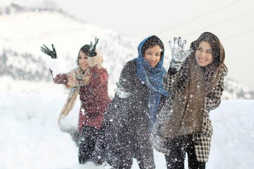 Jamshidiyeh Spielen Winter Schnee Winterurlaub Berge u. Gebirge Mensch feminin Junge Frau Jugendliche Schwester Freundschaft Körper 3 30-45 Jahre Erwachsene