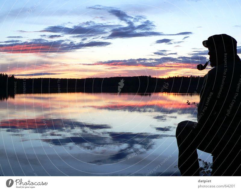 schwedische Farbpalette Mensch Mann Wasser Himmel ruhig Wolken Einsamkeit See Denken Wetter Horizont Schweden Skandinavien Trillerpfeife Sommersonnenwende
