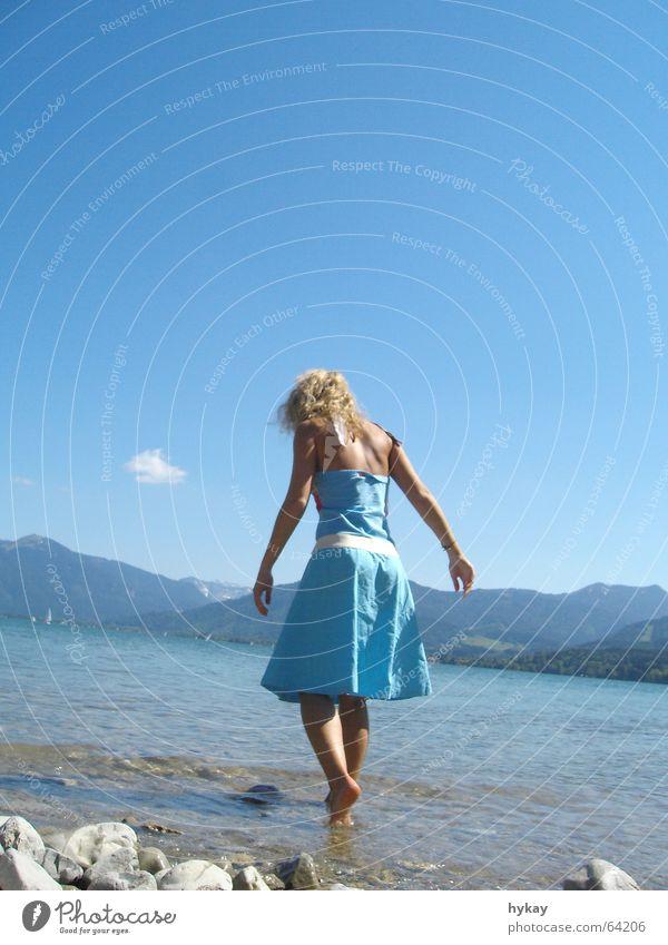 Jets_Legs Frau Wasser Himmel blau Sommer Freude Ferien & Urlaub & Reisen Wolken Erholung Berge u. Gebirge Freiheit See blond Nebel laufen Suche