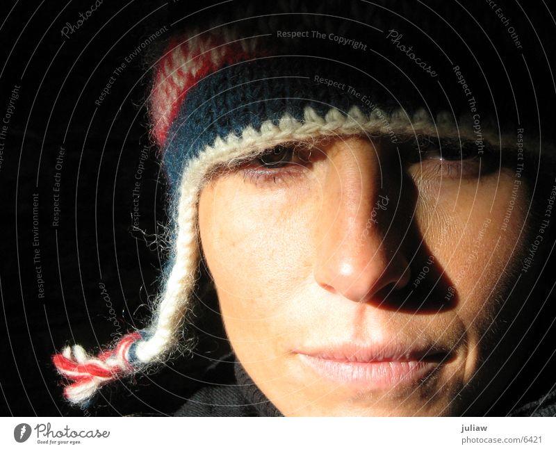 comme ci kalt Winter Mütze Frau Gesicht Face Schatten Kontrast