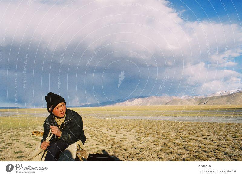 weites land Steppe Mütze Himmel Kirgisistan Abenteuer ruhig Wolken Gras Ferne Junge boy Nike Seil sky kyrgistan Russland russian auf zu neuen ufern