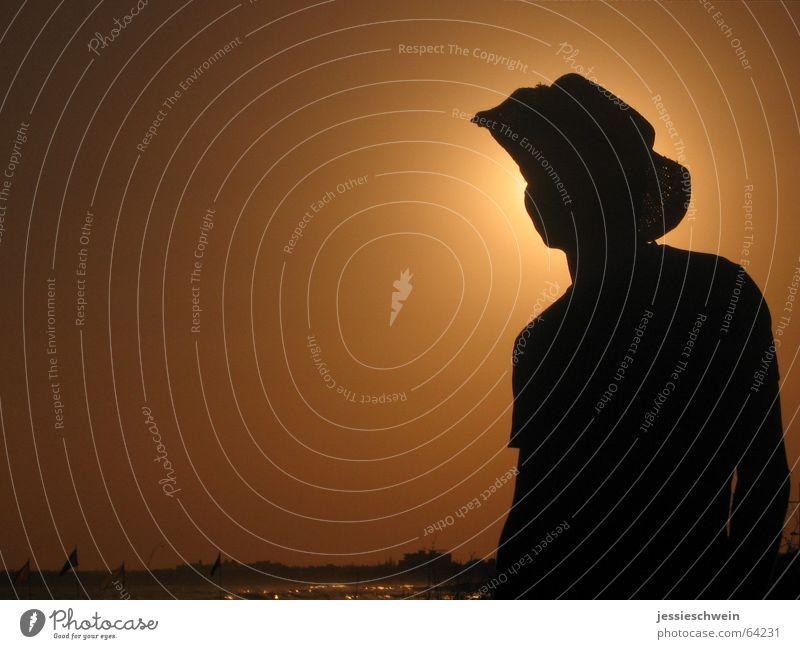Sunset del Mar 2 Mann Sonne Strand Lichtspiel Schattenspiel Sonnenhut Zypern