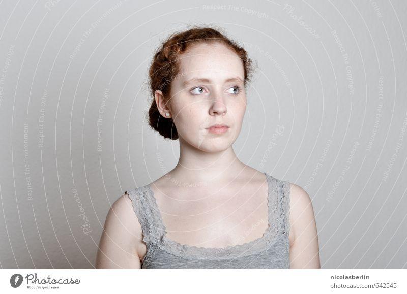 MP87 - Trabantenstadt aus Beton Mensch Jugendliche Stadt schön Junge Frau Einsamkeit Erotik 18-30 Jahre kalt Erwachsene Gesicht Traurigkeit feminin natürlich
