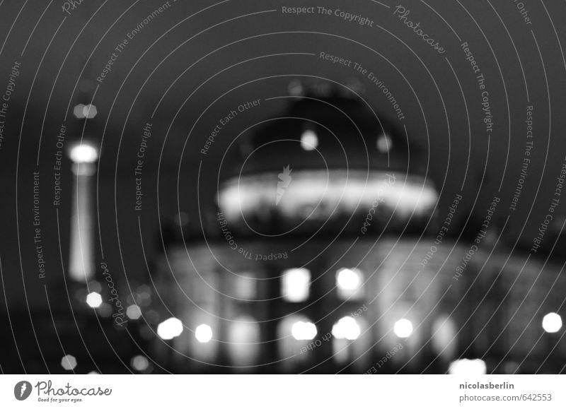 dein Silberblick ist unverdrossen, Stadt dunkel kalt Architektur Traurigkeit Berlin Gebäude Kunst Stimmung Fassade träumen Tourismus Zukunft Telekommunikation