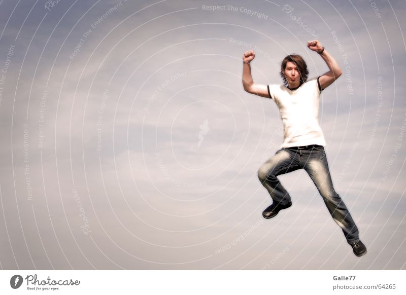 ... verleiht Flügel Mensch Himmel Mann Wolken springen Kraft fliegen Luftverkehr Held stark schlechtes Wetter Superman