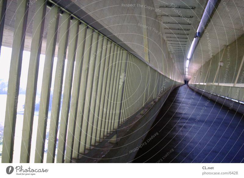Tunnel 1 fahren Beton Brücke Geländer laufen