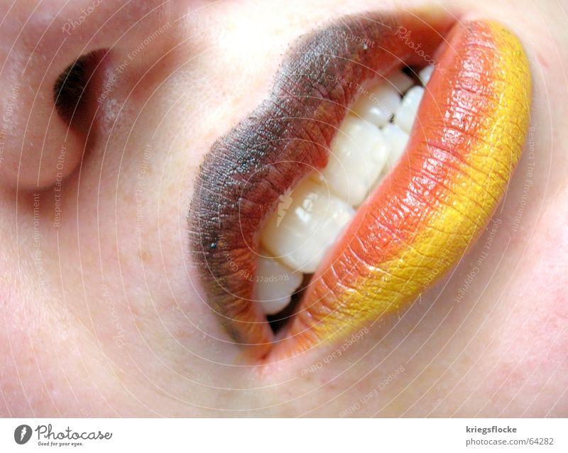Ja..das sind wir!!! skeptisch unsicher Fahne Lippen schwarz rot Weltmeisterschaft Fan Wunsch Hoffnung Spielen Deutschland Farbe Mund Nase Gesicht Haut gold